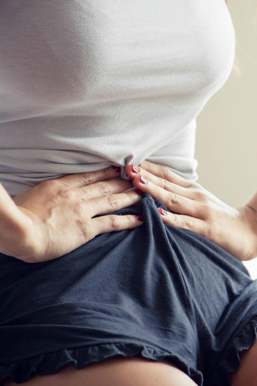 Mujer con dolor abdominal