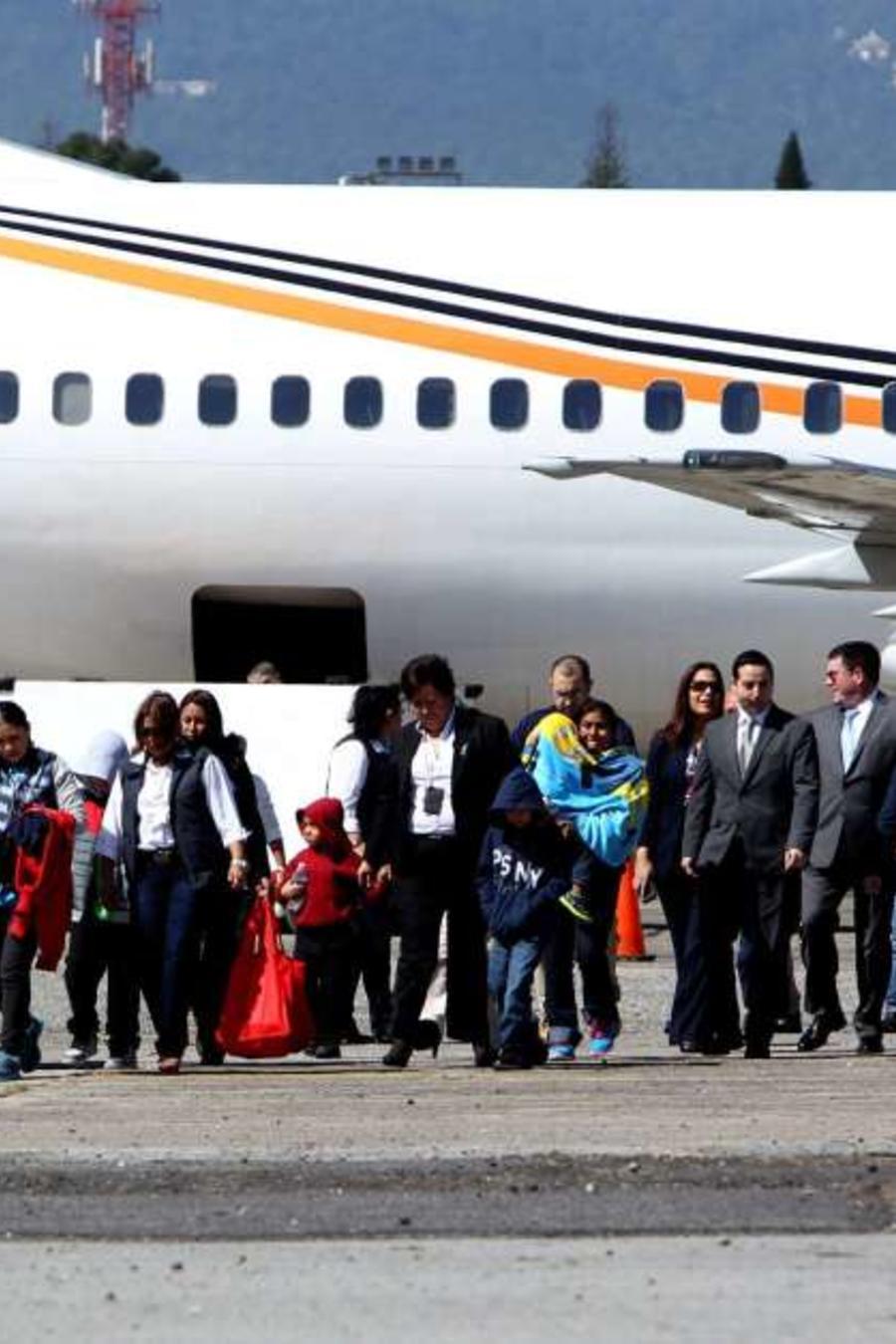 Niños enviados a los países de dónde huían