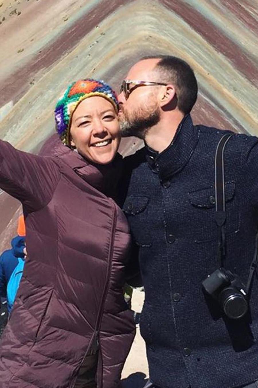 Fernanda Castillo y Erik Hayser en la montaña de los siete colores