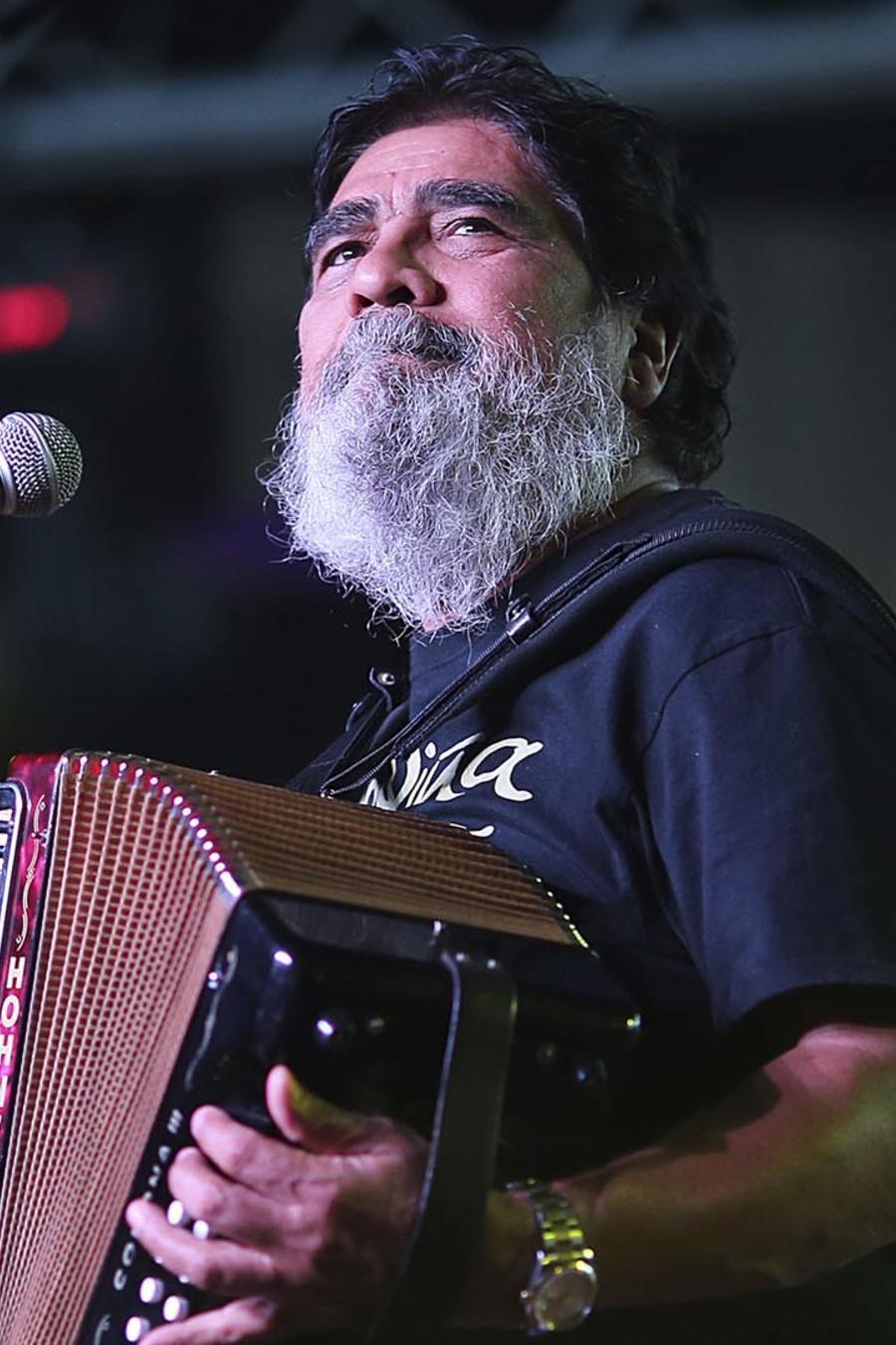 Celso Piña durante su presentación en The Farwest