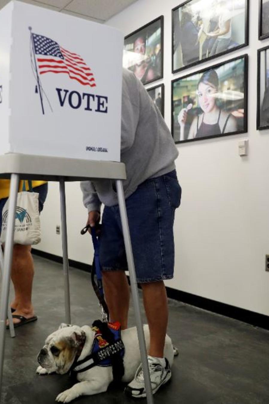 Una foto de archivo de la Oficina del Registro de Votantes del Condado de Los Ángeles, en octubre de 2018, en Norwalk, California.