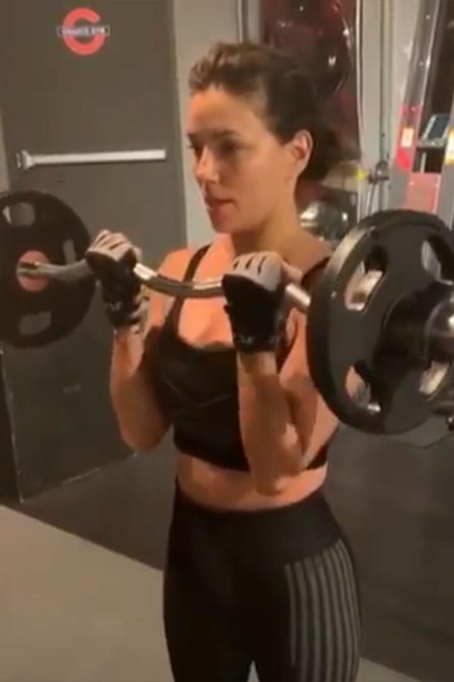 eva longoria entrenamiento con barra