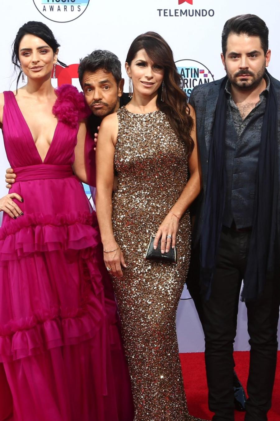 Eugenio Derbez y su familia en la alfombra roja de los Latin American Music Awards 2019