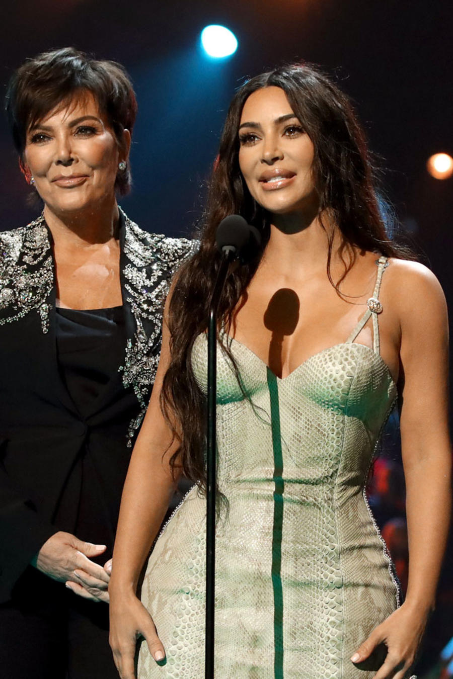 Kris Jenner, Kourtney Kardashian, Khloé Kardashian y Kim Kardashian en los People's Choice Awards 2019