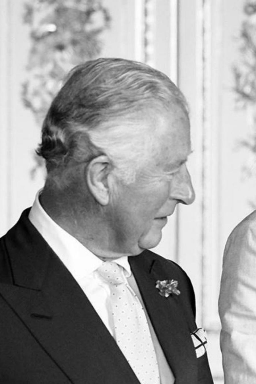 El príncipe Charles con su hijo, el príncipe Harry, y su nieto, Archie Harrison