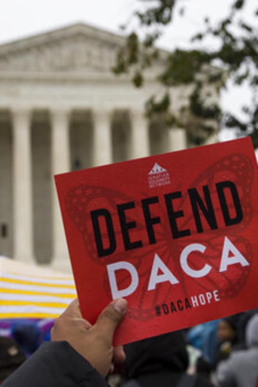 Una imagen de la concentración del pasado martes ante la Corte Suprema de Washington en defensa del programa DACA.