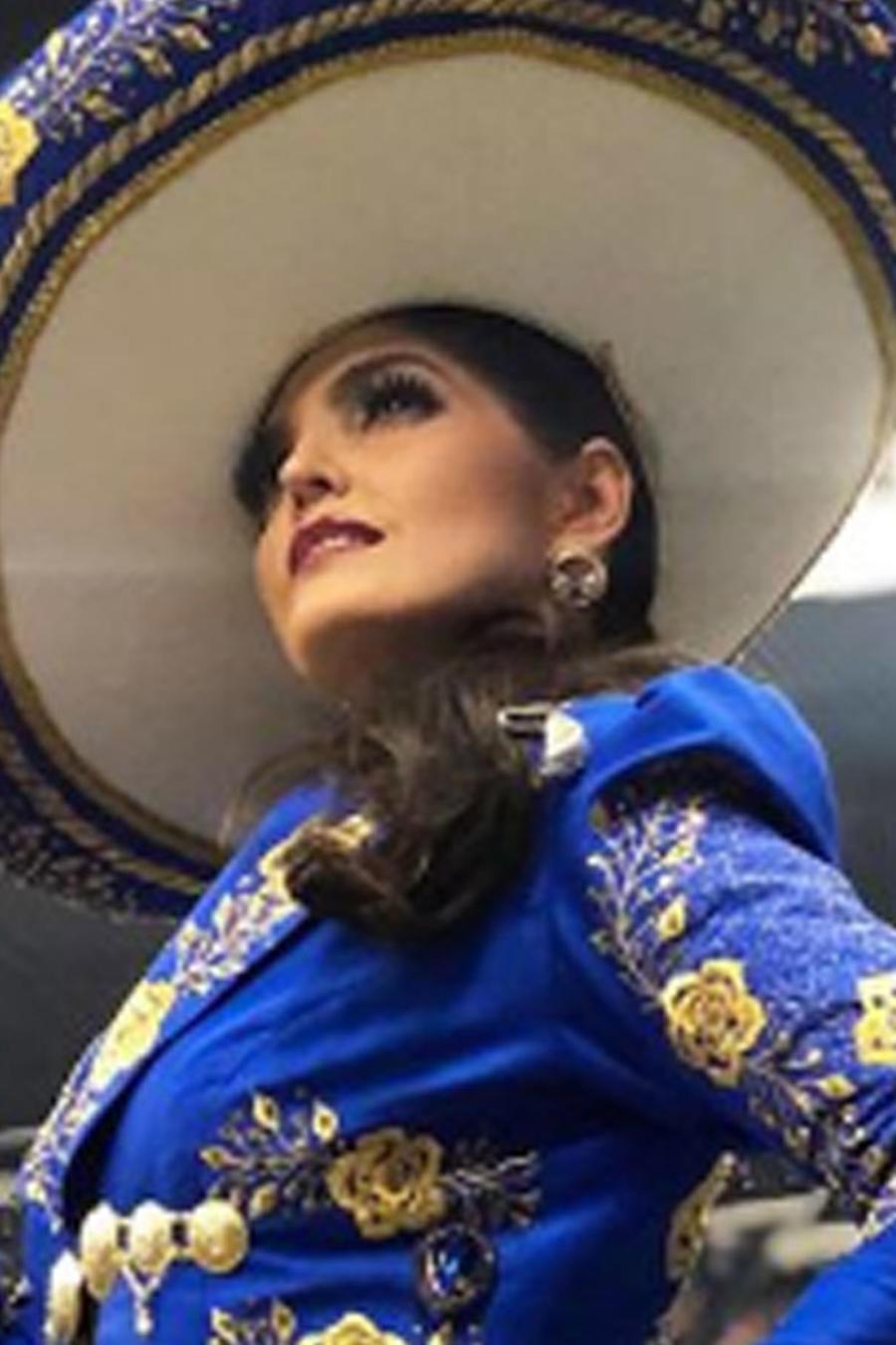 Ana Bárbara vestida de mariachi