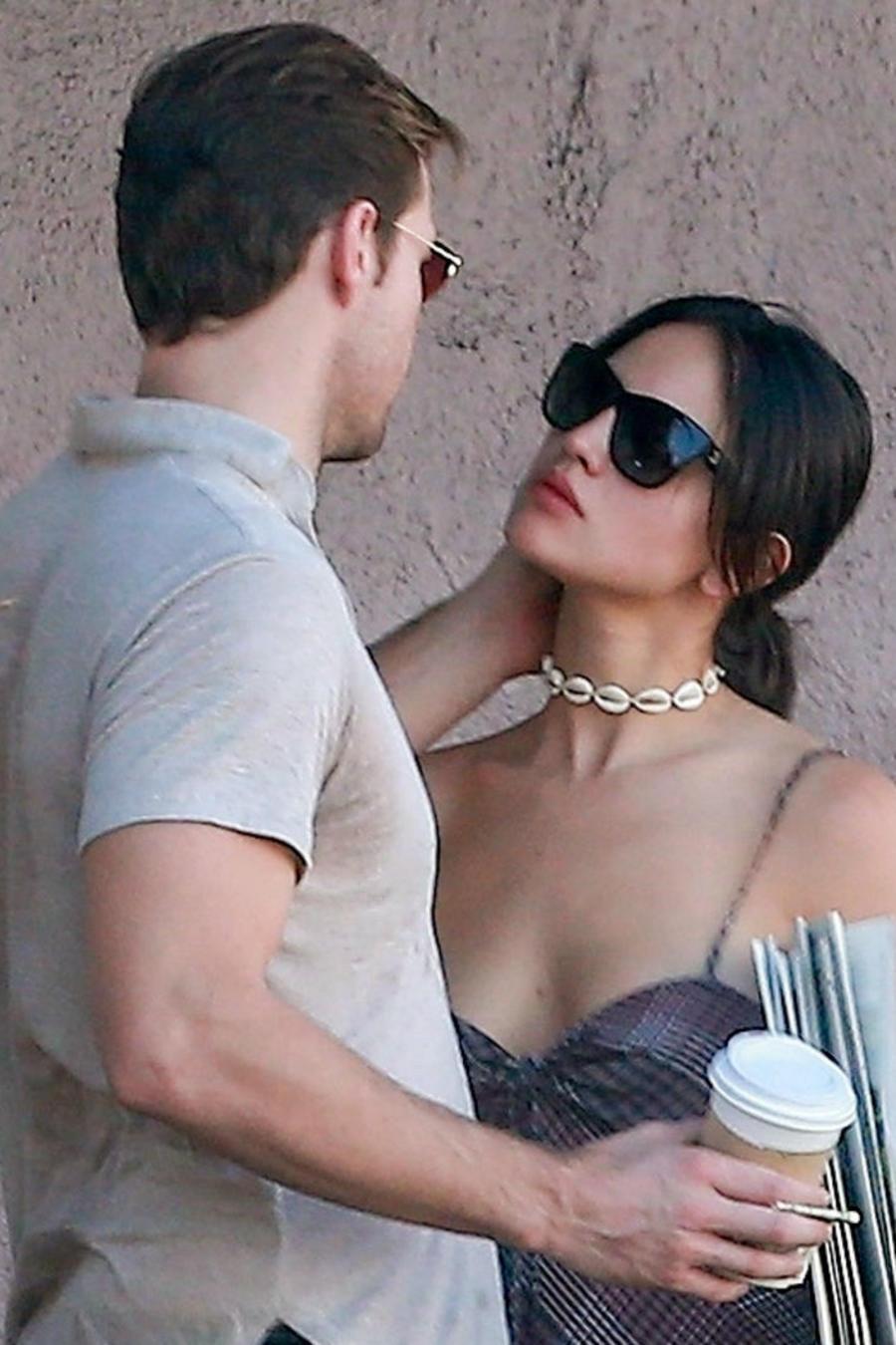 Eiza González con Luke Bracey