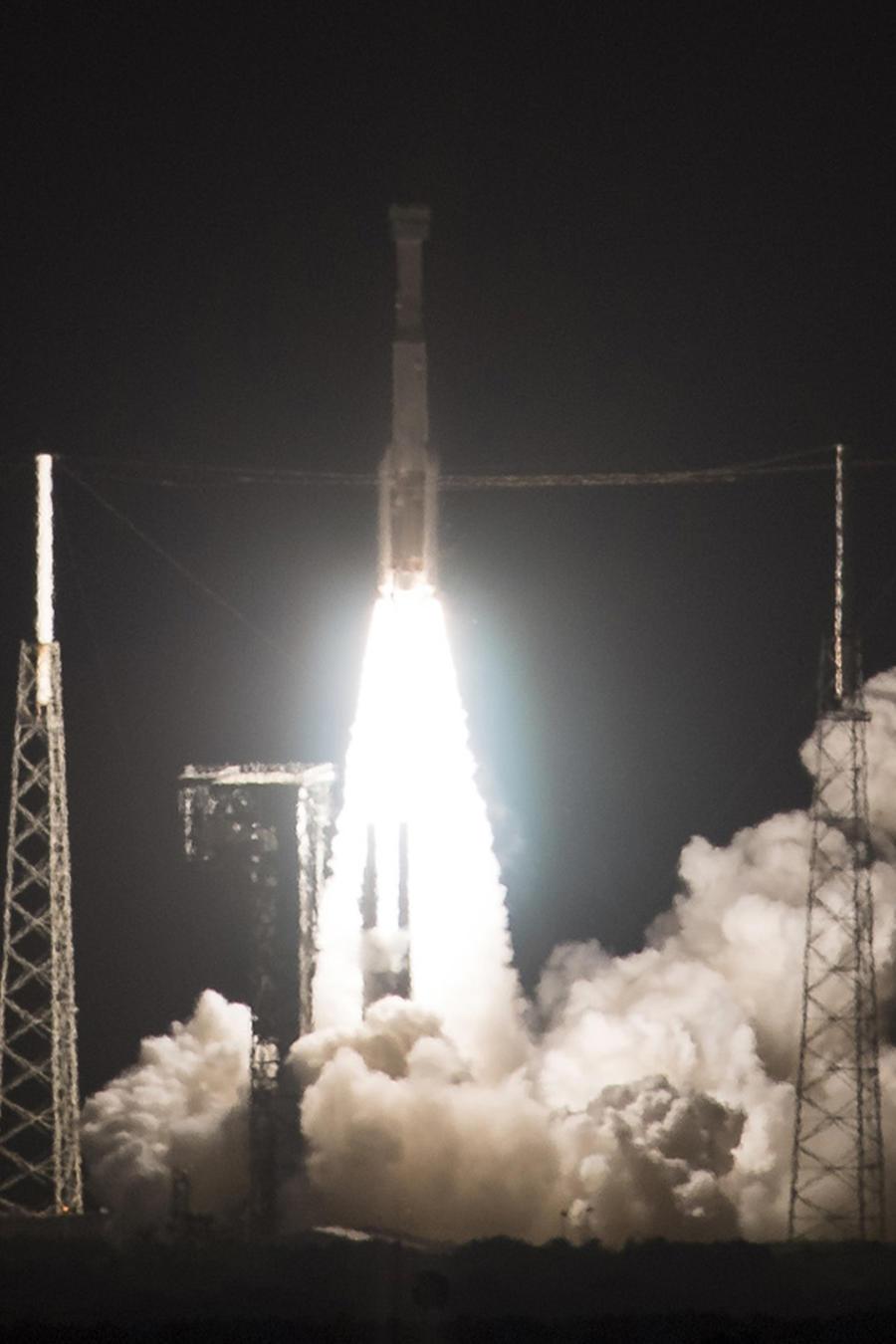 El despegue del cohete Atlas V en el que viajó al espacio la cápsula Starliner.