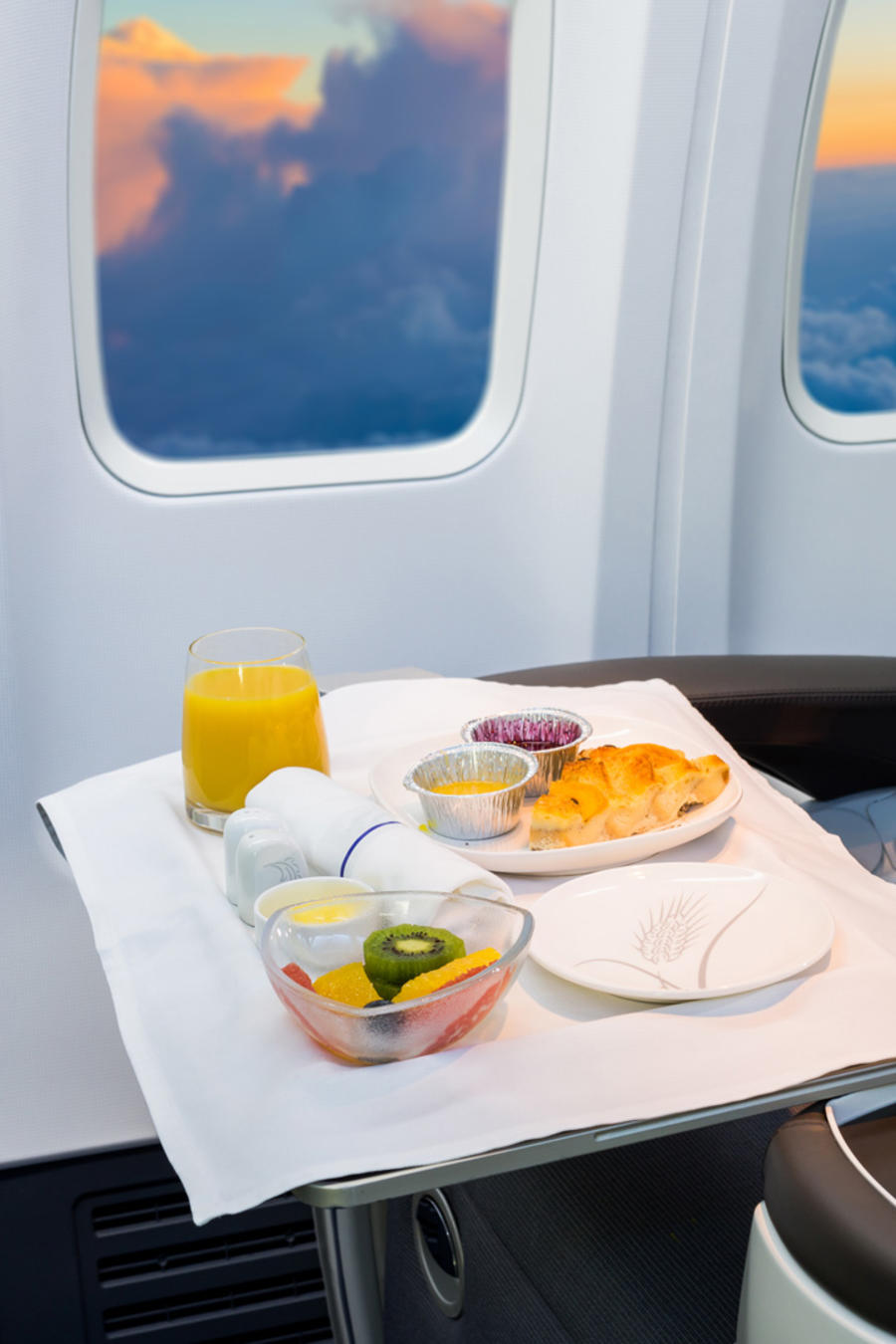 Comida servida en un avión en una imagen de archivo.