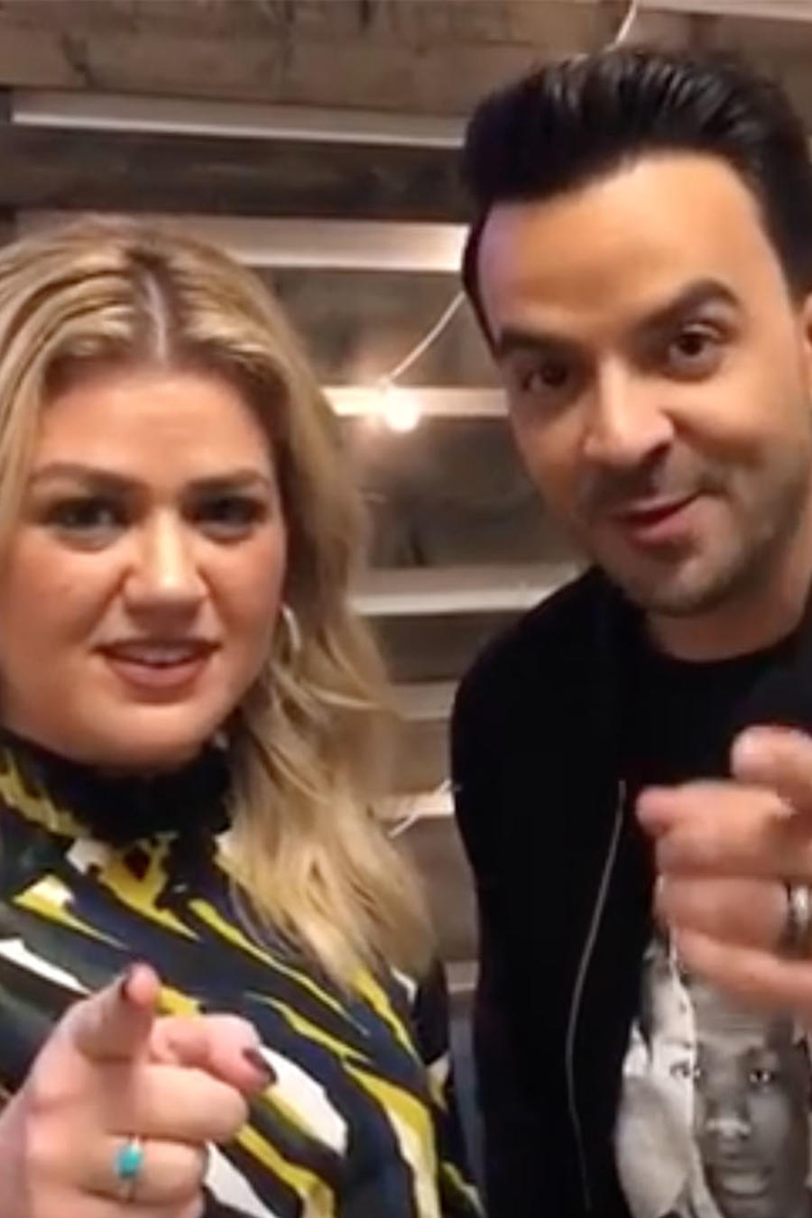 Watch Kelly Clarkson Practicing Spanish with her Coach, Luis Fonsi
