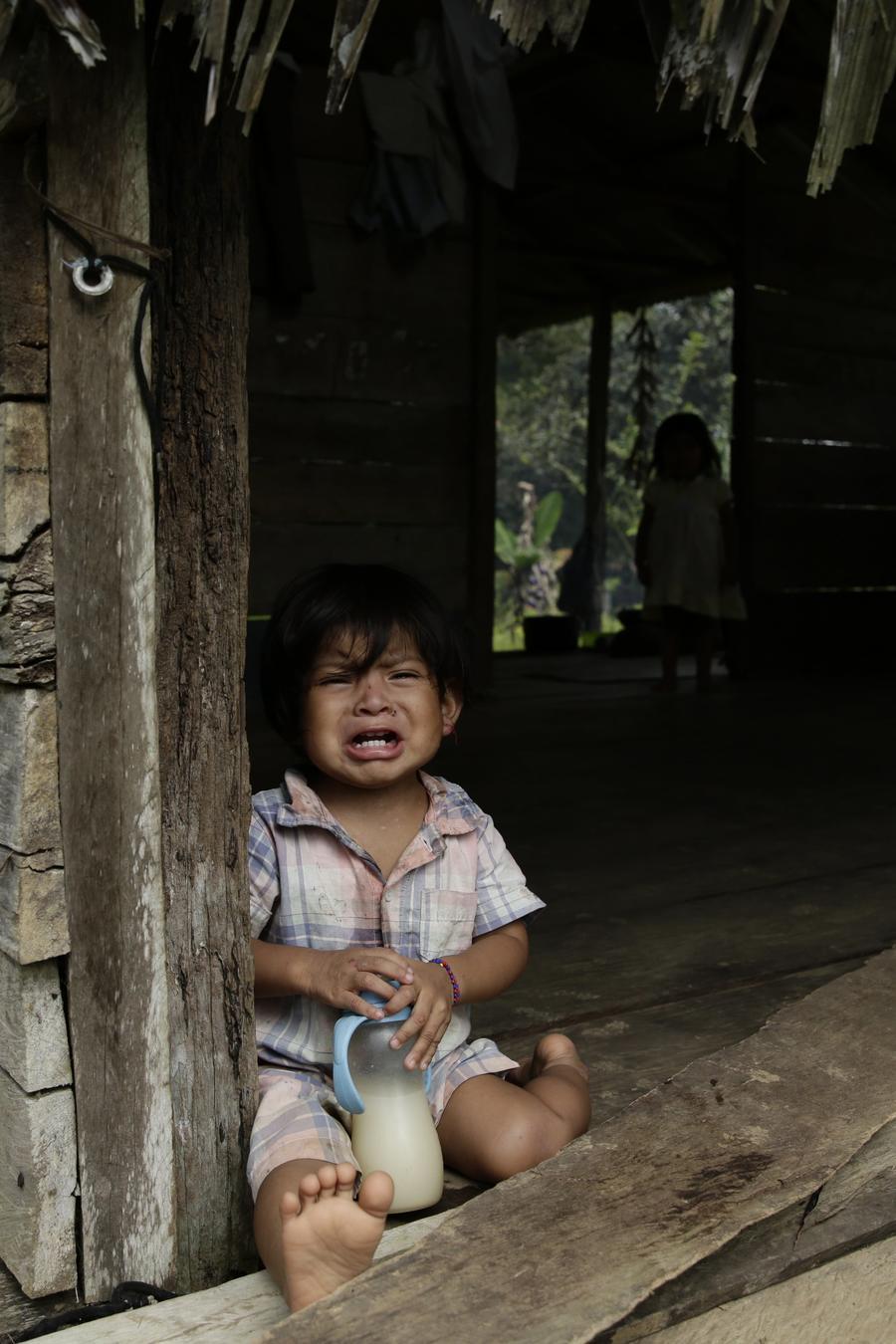 Un niño de la étnia Ngabe Bugle en la comunidad de El Torreón