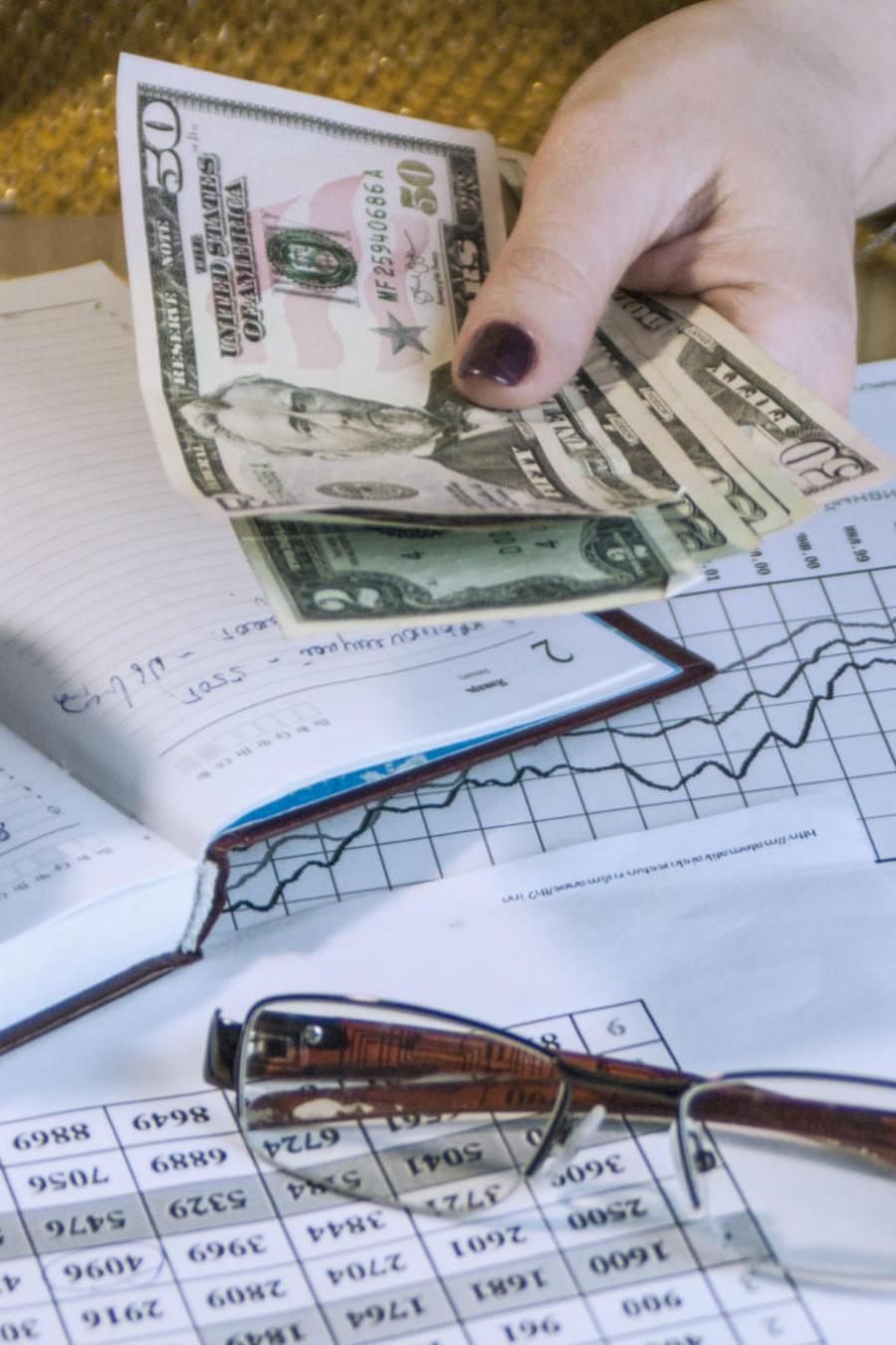 Mujer haciendo finanzas