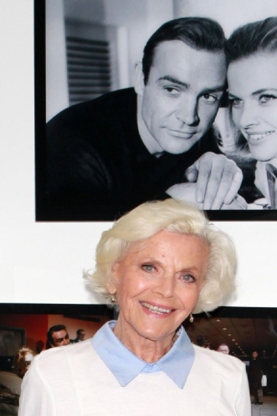 Muere Honor Blackman, la 'chica Bond' Pussy Galore