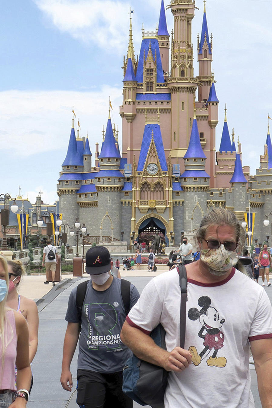 Visitantes del parque Magic Kingdom de Walt Disney World, en Lake Buena Vista, Florida.
