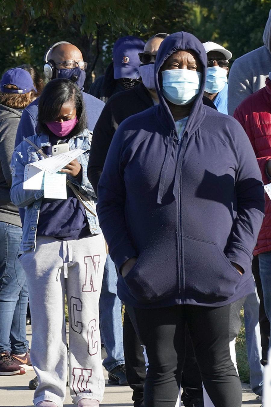 Una fila de electores en Durham, Carolina del Norte.