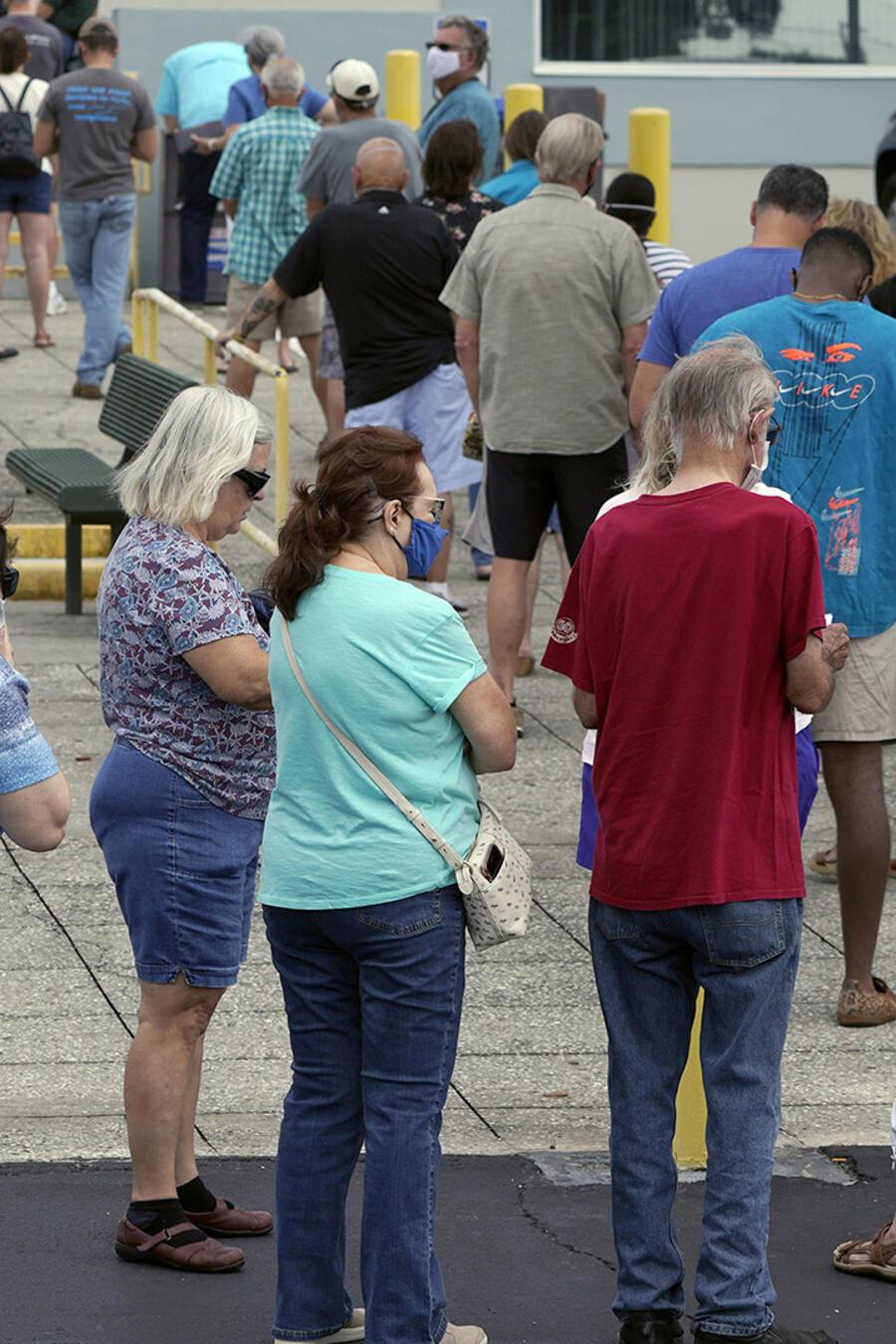 Una fila de electores en Lakeland, Florida.