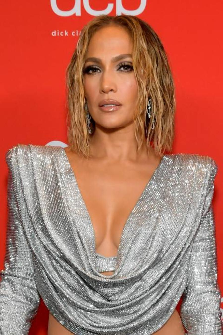Jennifer Lopez, alfombra roja de los American Music Awards 2020