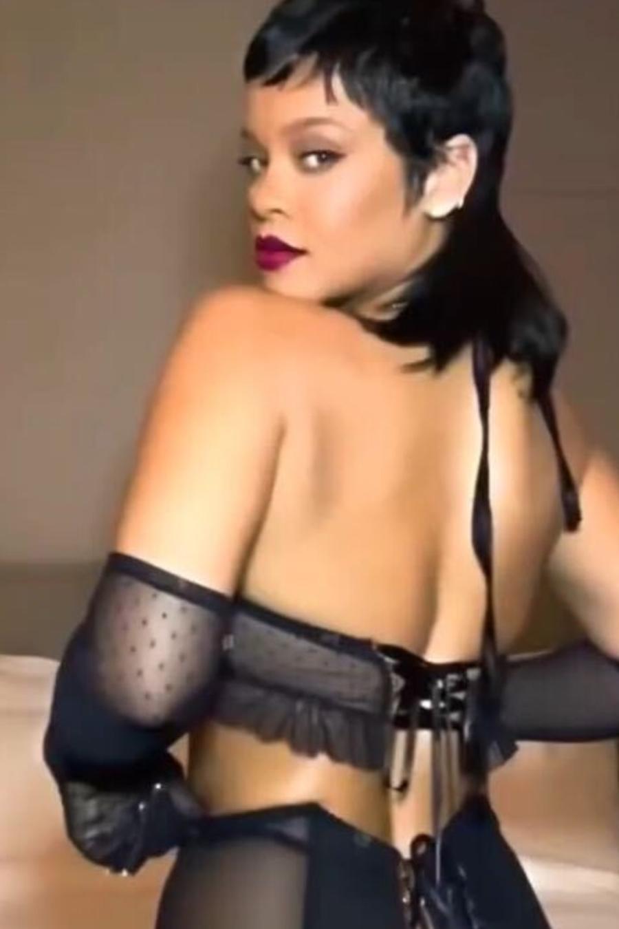 Rihanna en lencería negra