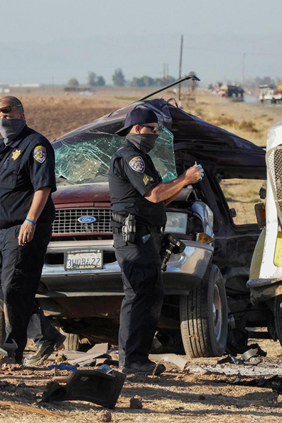 msn, policías investigan la escena del choque entre una camioneta y un camión en el sur de California