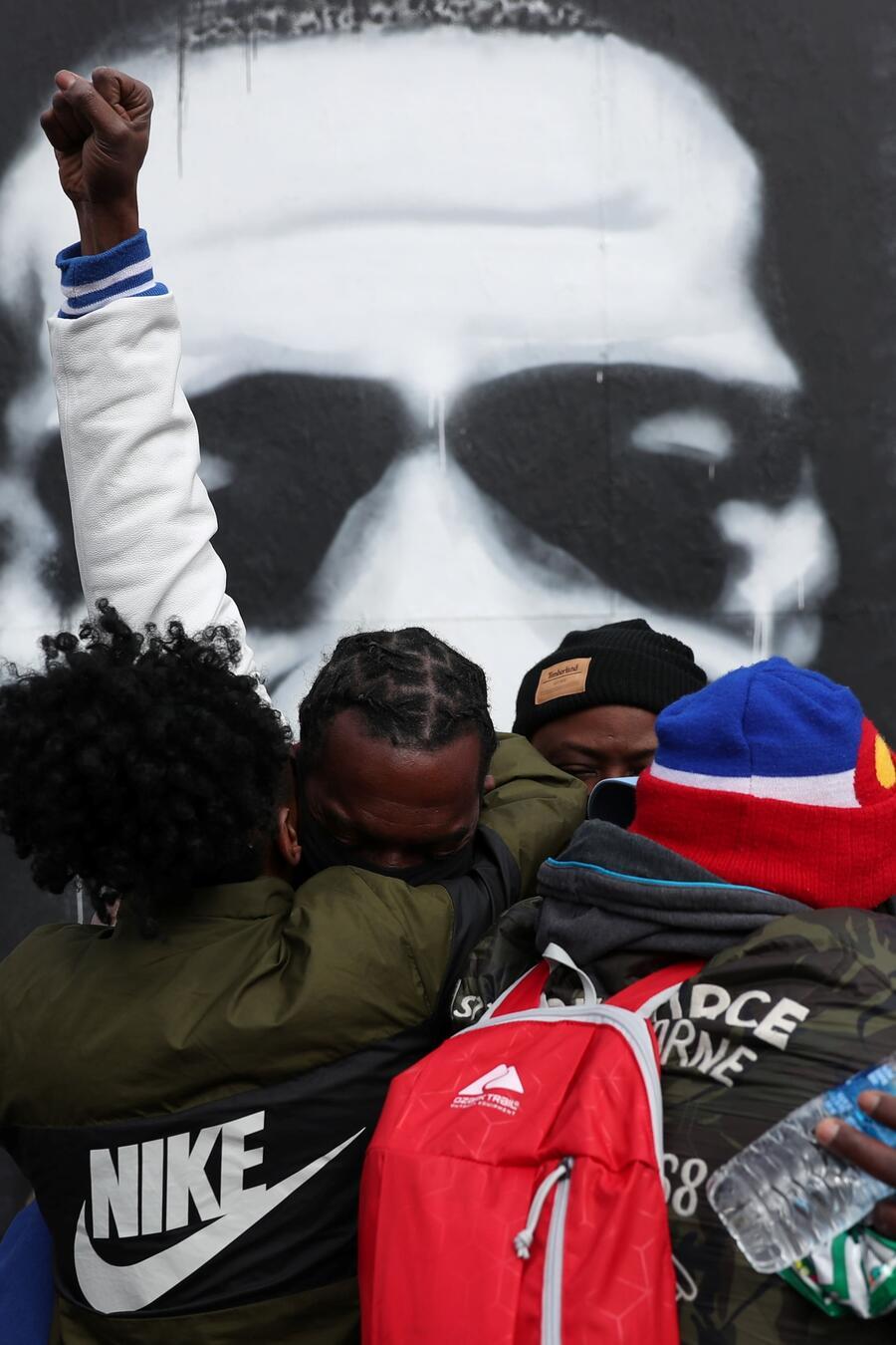 Manifestantes en Minneapolis celebran el veredicto del jurado en el juicio contra Derek Chauvin