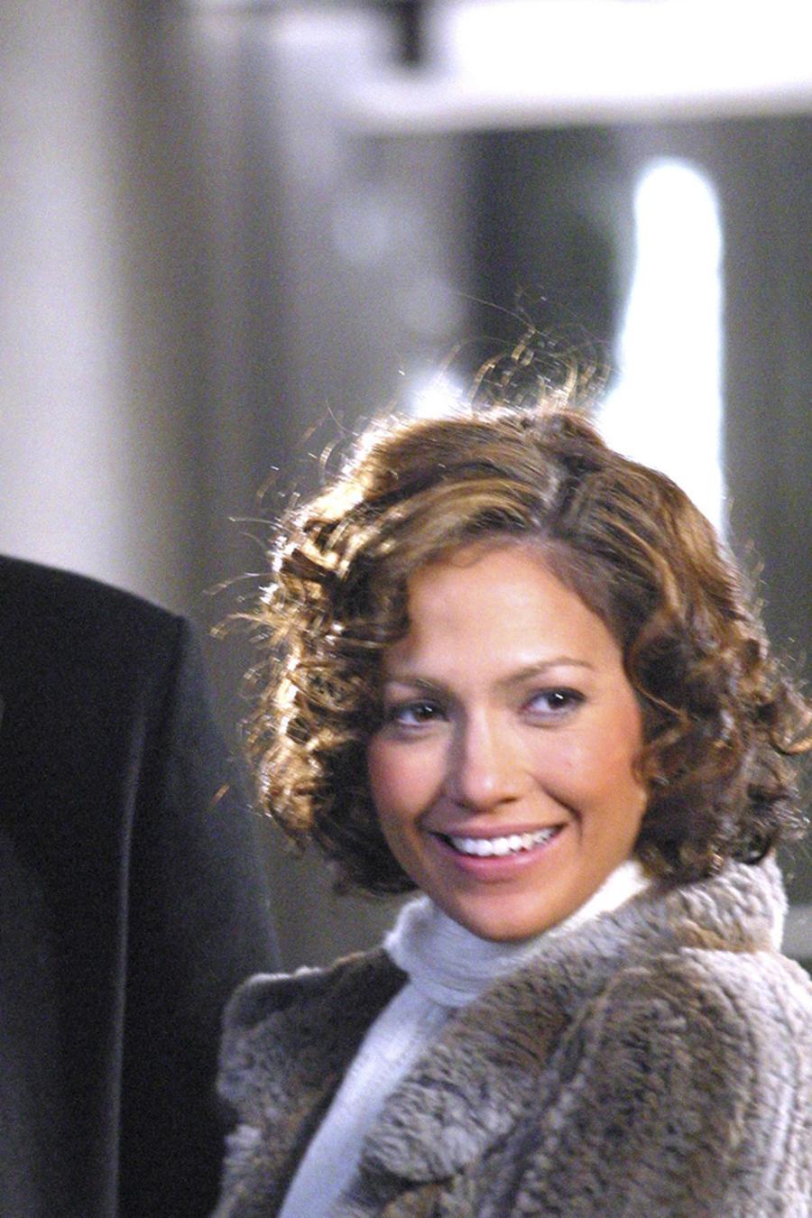 Ben Affleck y Jennifer Lopez enamorados y sonriendo.