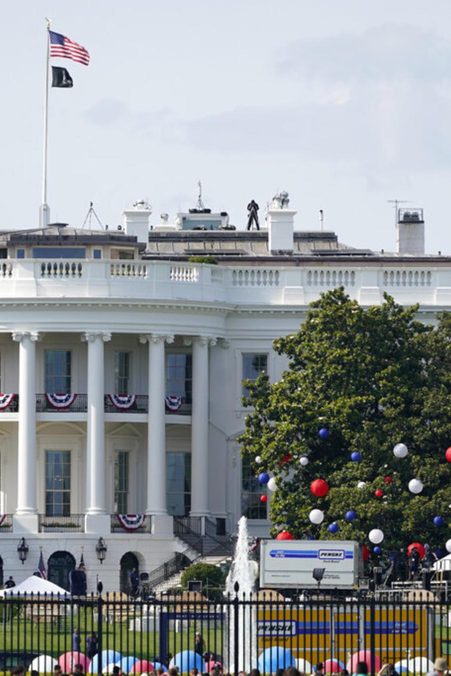 Preparativos para los festejos por el Día de la Independencia en la Casa Blanca
