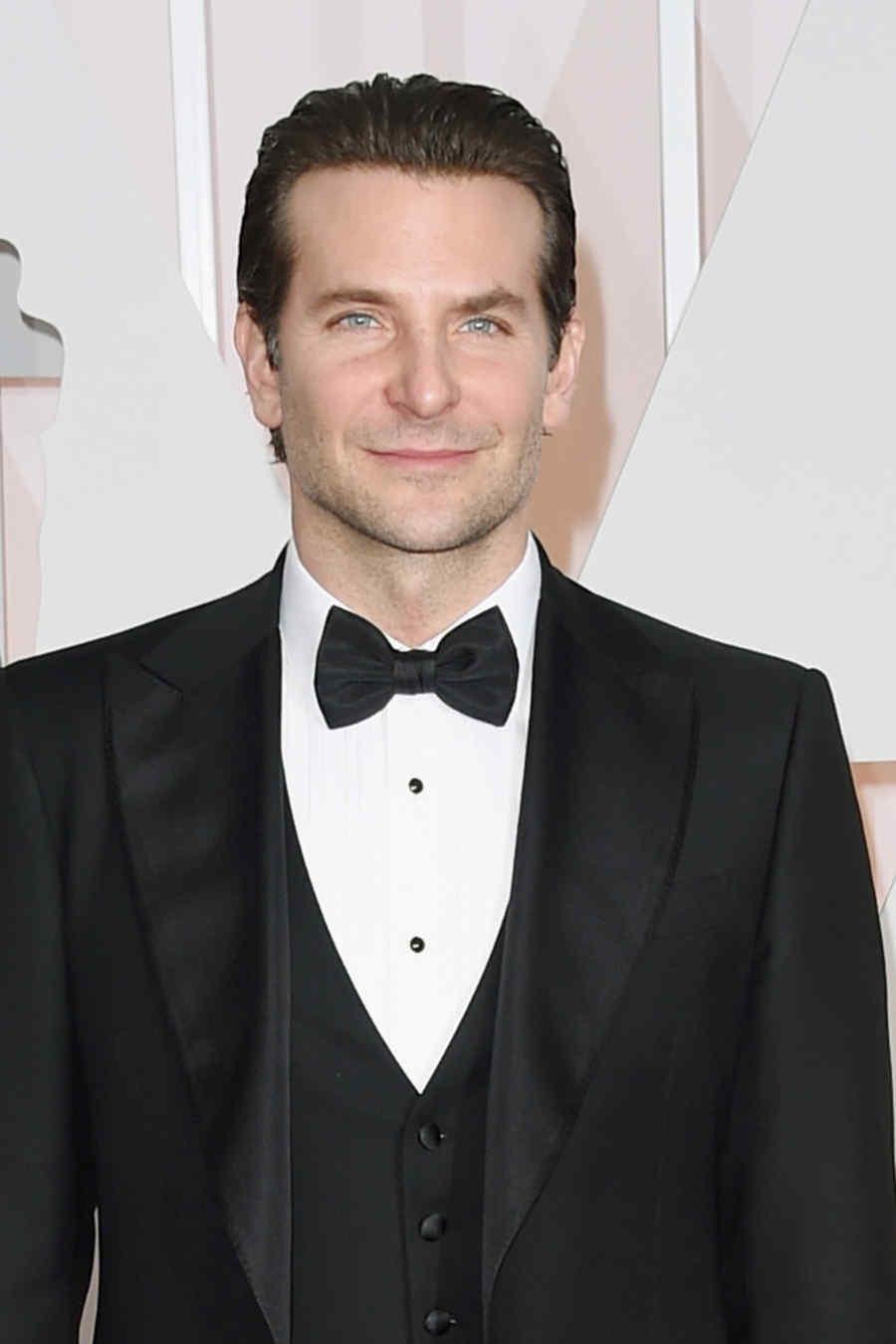 Bradley Cooper en la alfombra roja de los premios Oscar 2015