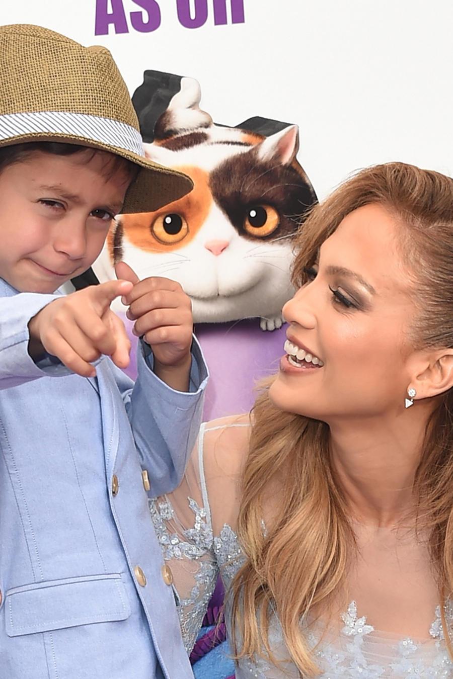 Jennifer Lopez con sus hijos en el estreno de Home