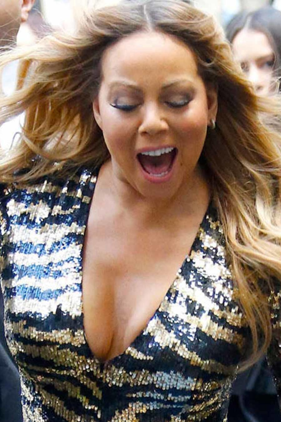 Mariah Carey se le sale zapato