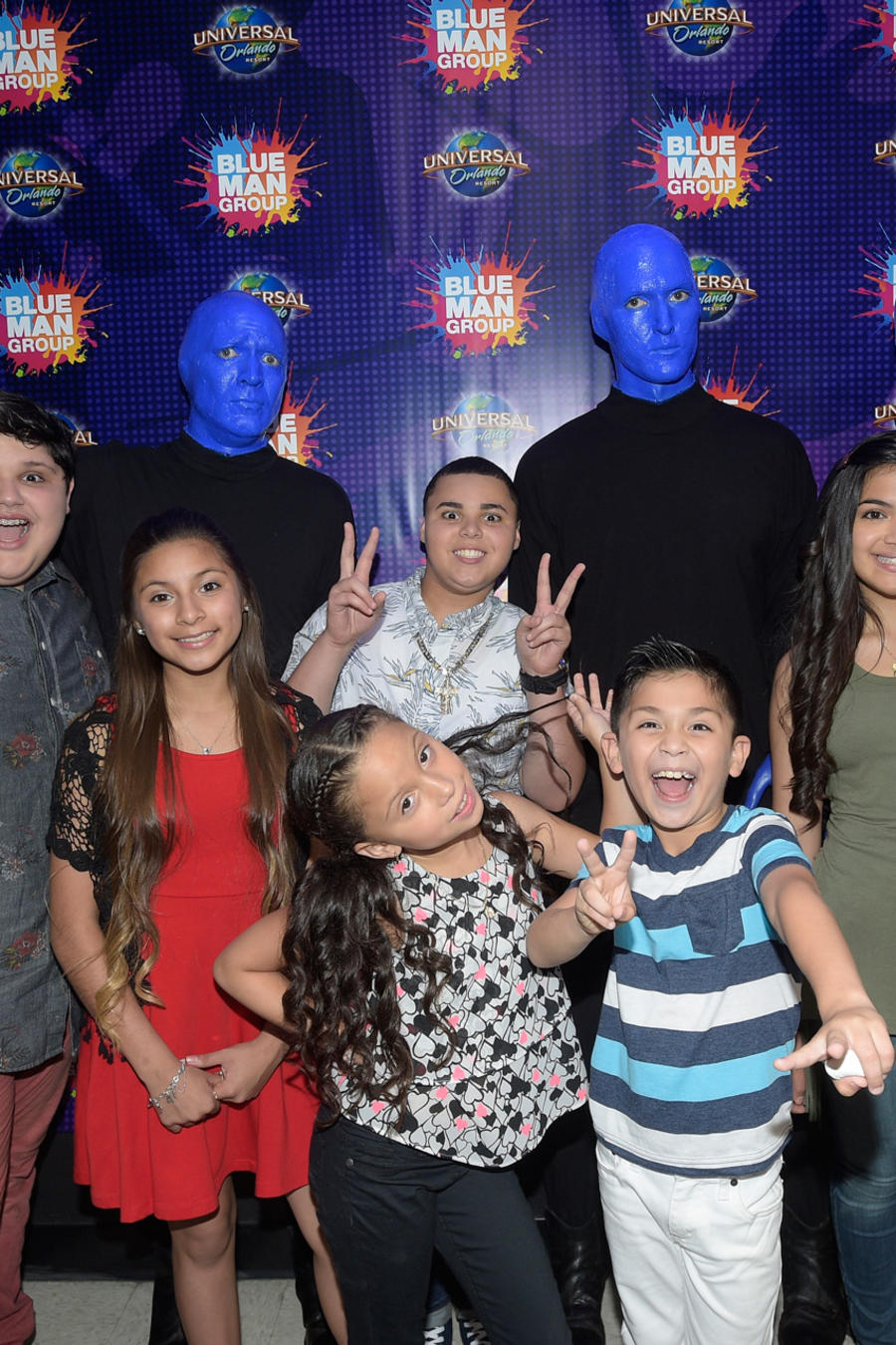 Los seis finalistas de La Voz Kids 2016 en Universal Orlando con el Blue Man Group