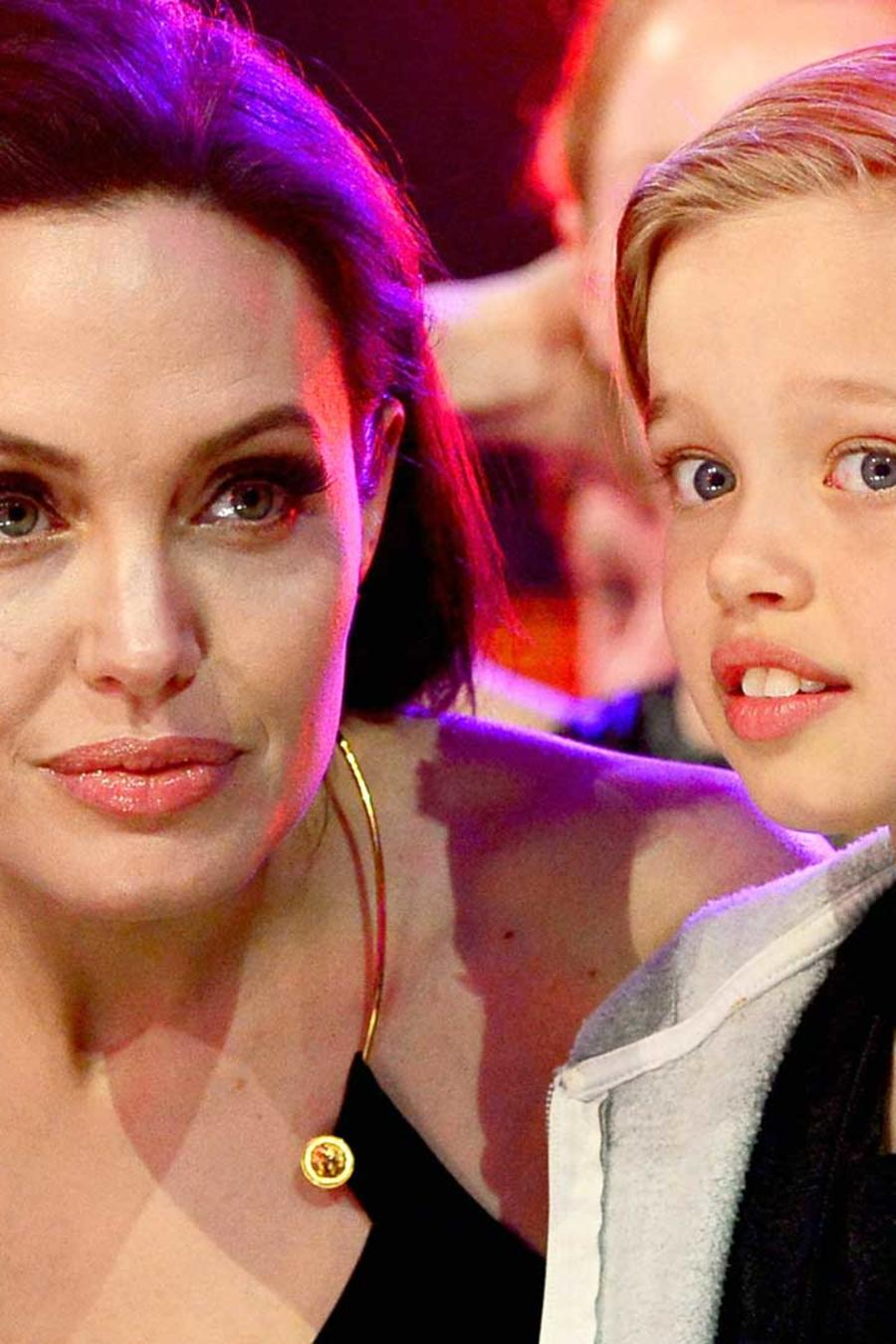 Shiloh junto a Angelina Jolie