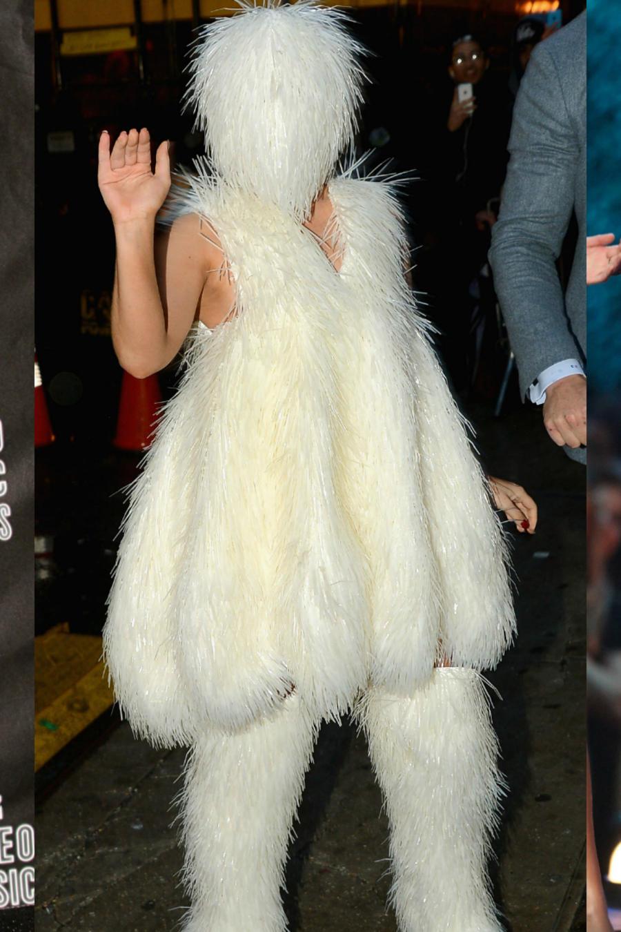 Collage de tres looks de Lady Gaga: vestido de carne, traje de peluche blanco, y encaje rojo y corona.