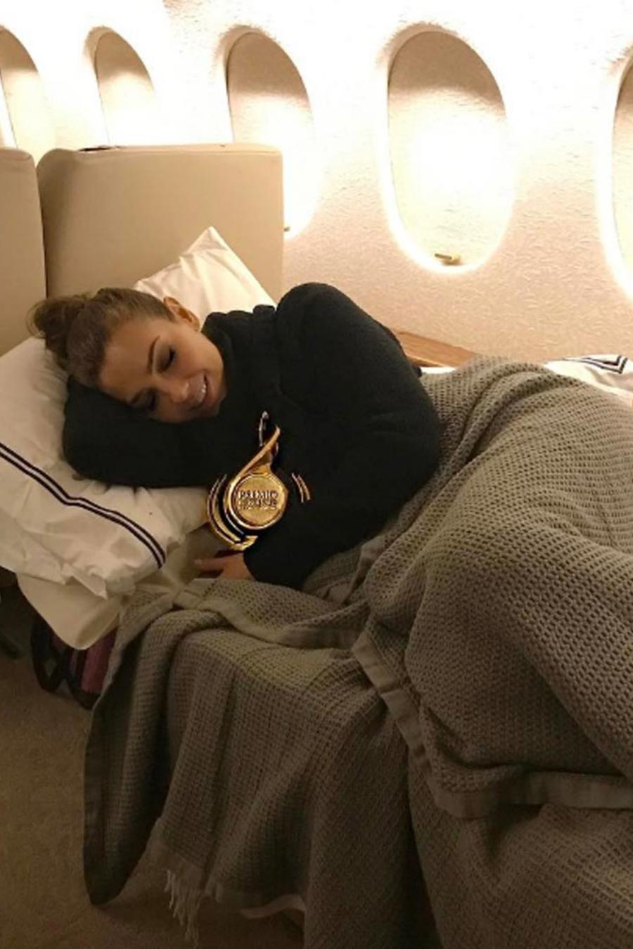 Thalía y Justin Bieber viajando en avión