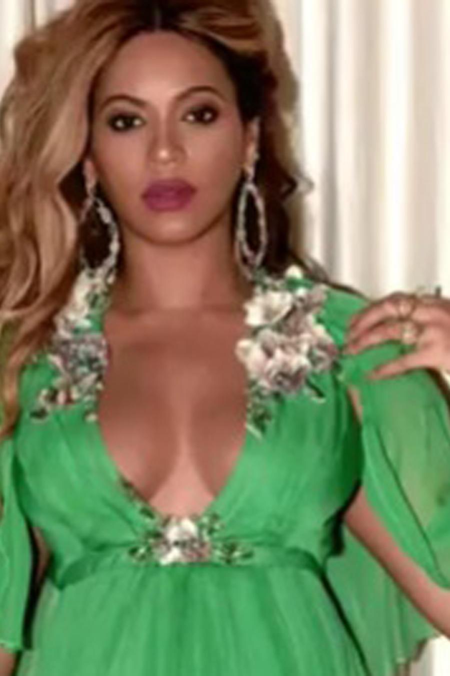 Beyoncé con vestido verde