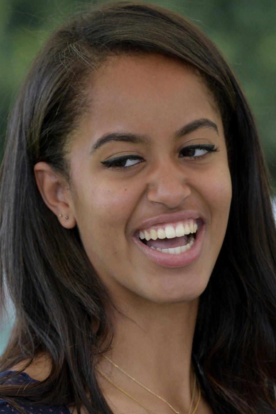 Malia Obama, hija del ex presidente, levantó críticas por su comportamiento en un concierto