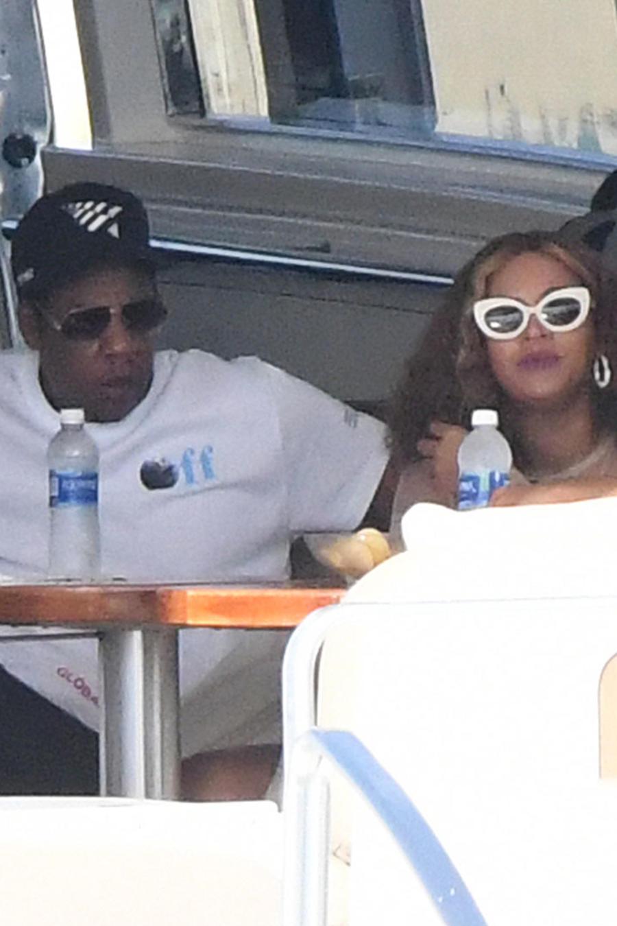 Beyoncé con Jay-Z en un yate