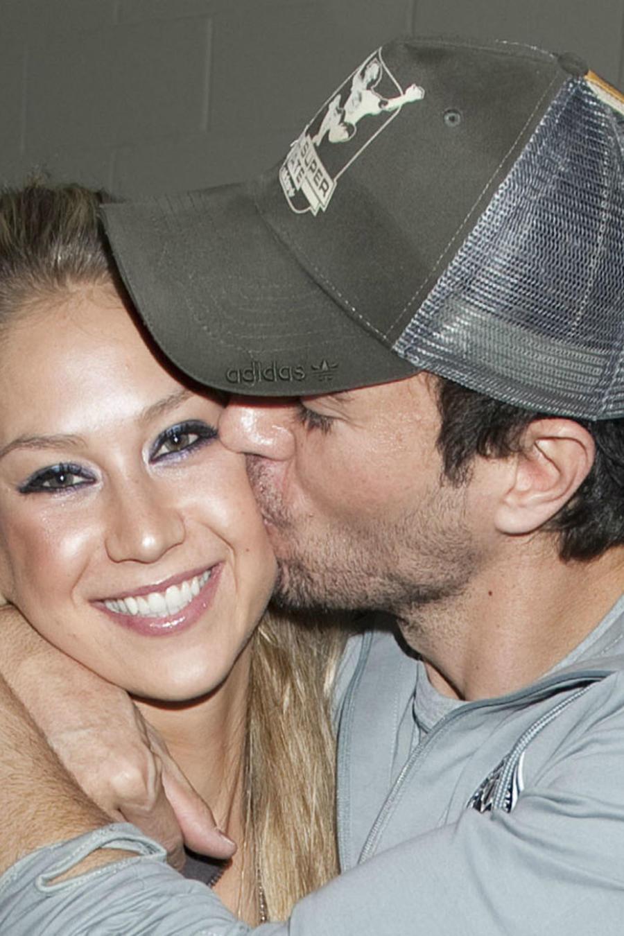 Enrique Iglesias besando a Anna Kournikova