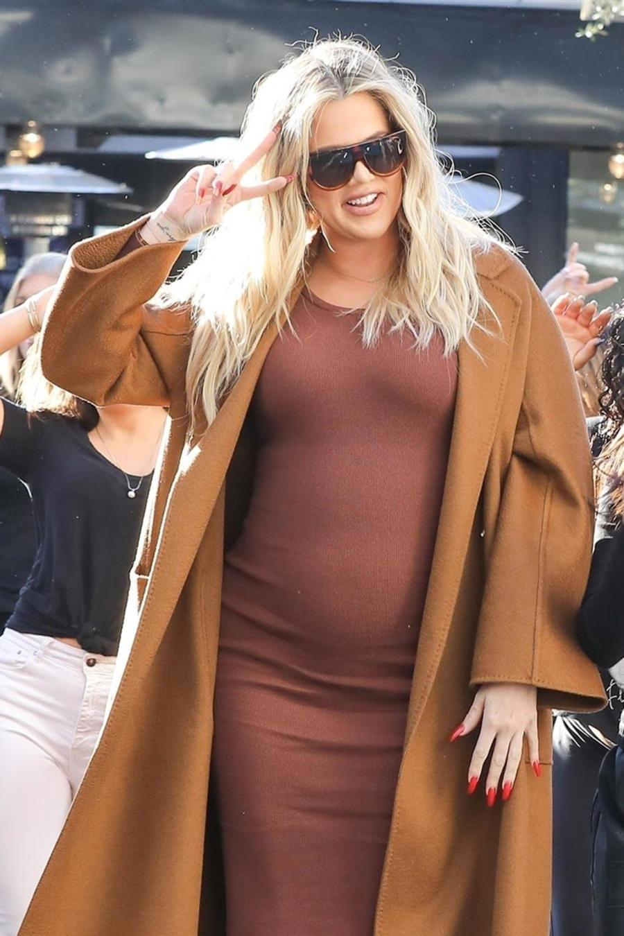 Khloé Kardashian bailando