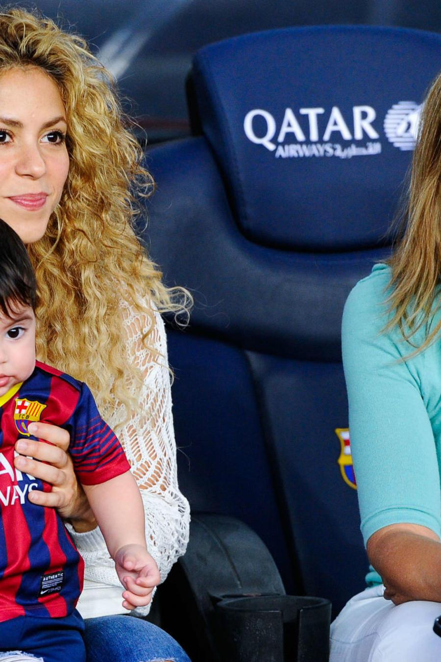 Shakira con su hijo Milan y su suegra Montserrat Bernabeu