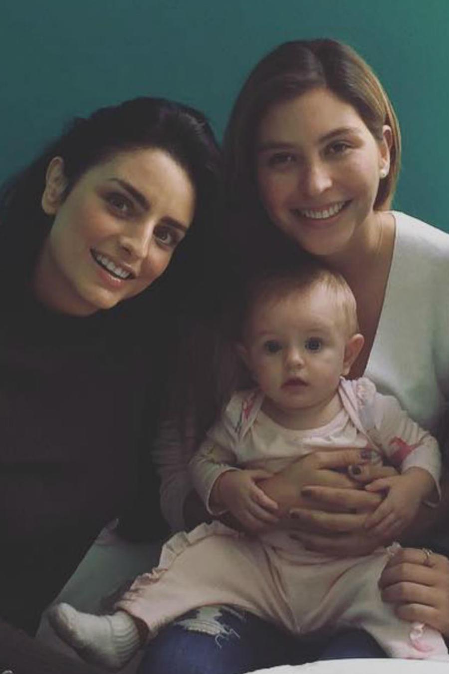 Aislinn Derbez con sus hermanas Michelle y Chiara Aguilera