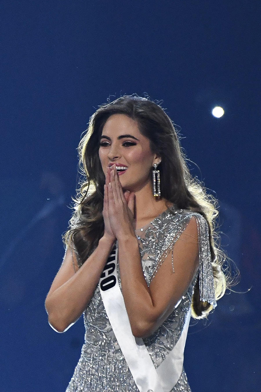 Miss-Mexico-Hands.jpg