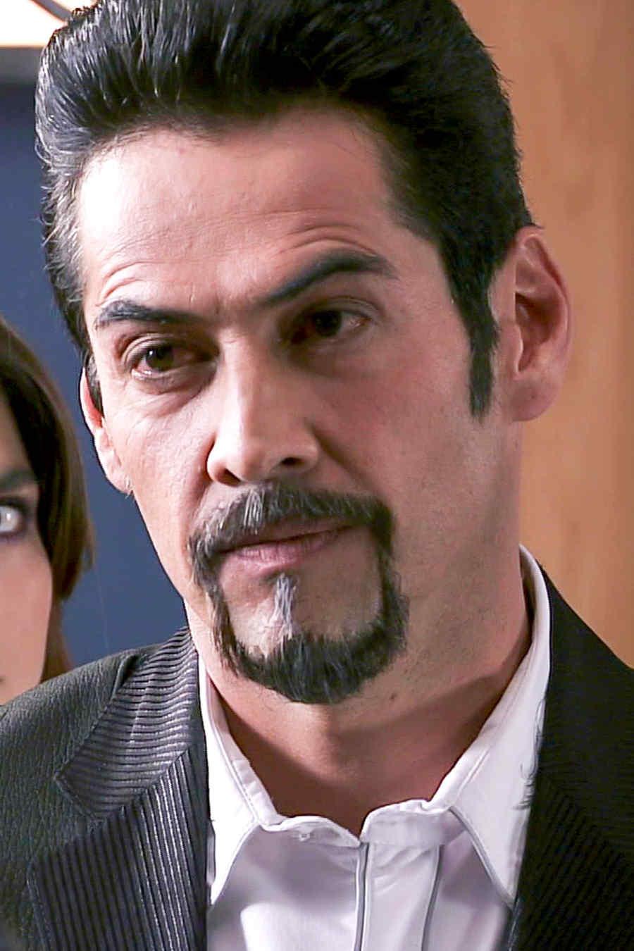 Gabriel Porras es Olegario Marrero con cara de serio en Los Miserables