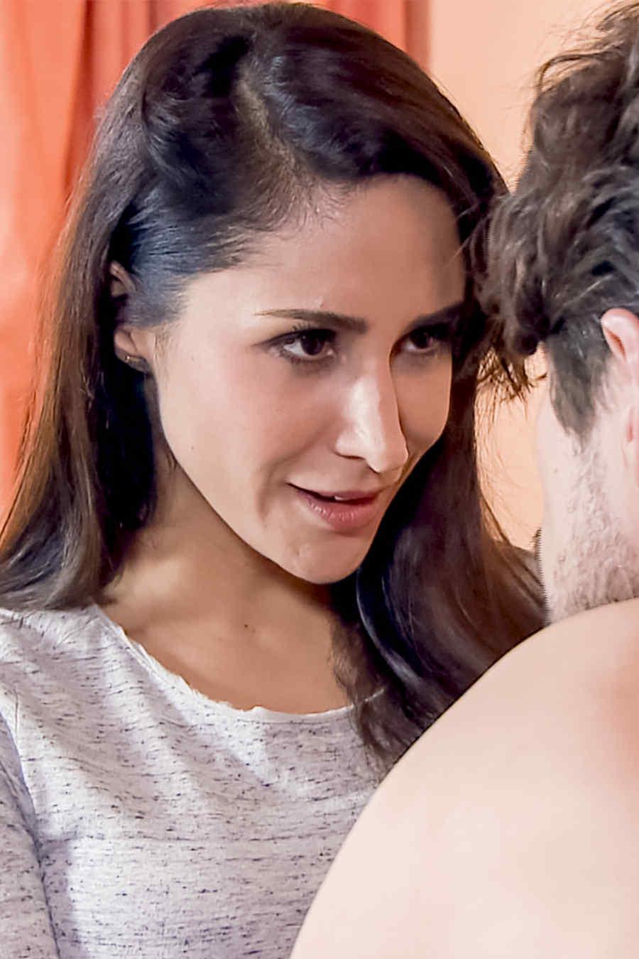 Tania Lopez es Marisela León en Los Miserables