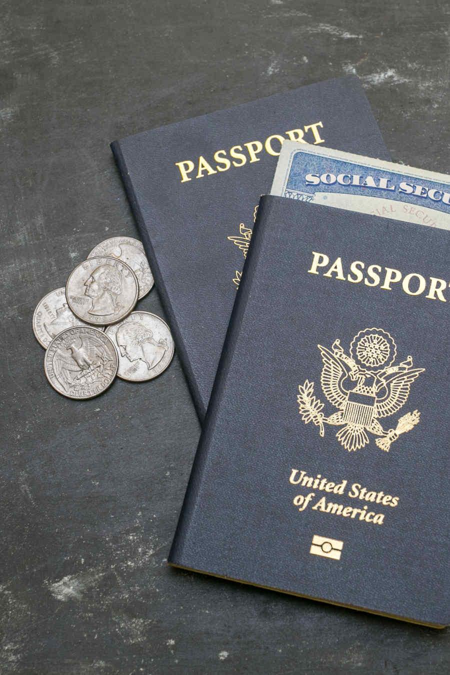Pasaporte junto a social security