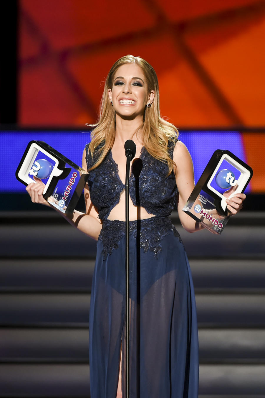 Carmen Aub Premios Tu Mundo 2015