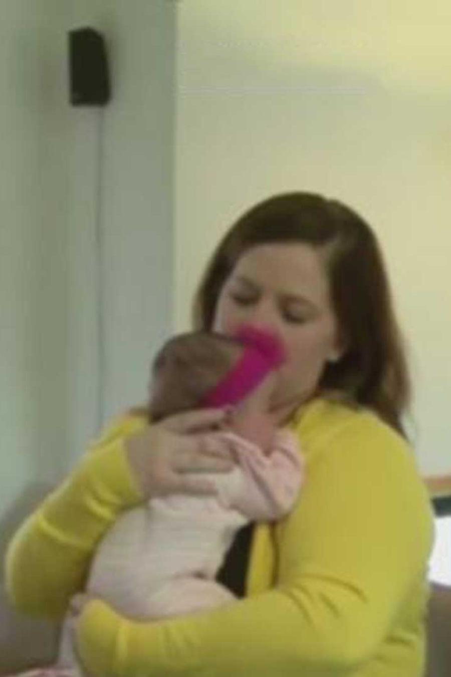 mujer da a luz a trillizas que fueron concebidas de forma natural