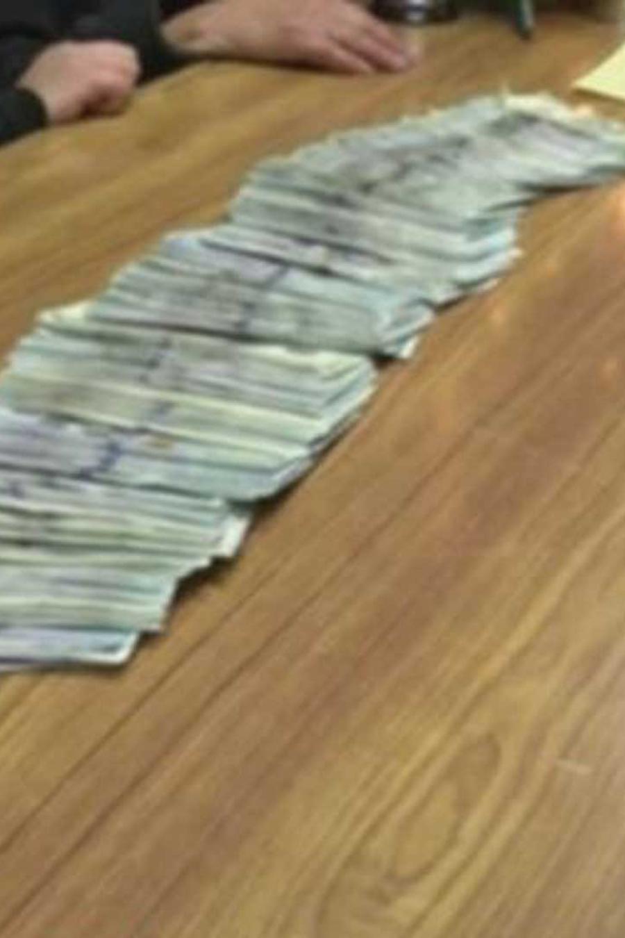 esto es lo que hizo una mesera tras encontrar una cartera con 32,000