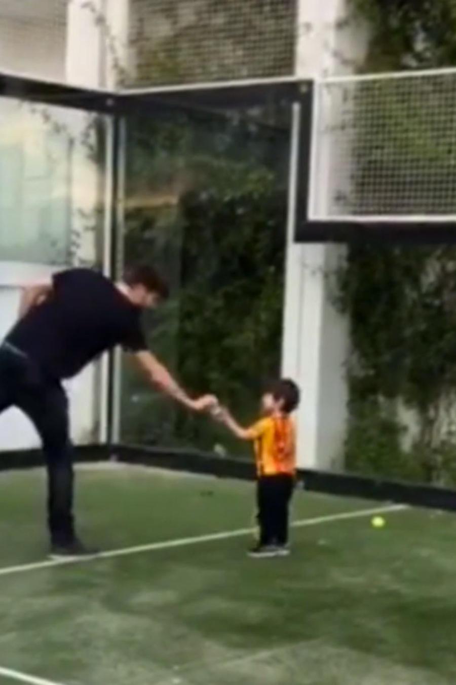 pique con su hijo milan jugando tenis