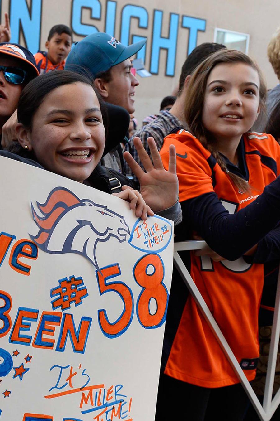 Aficionados de los Broncos festejan